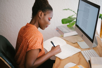 Woman working on a resume - photo by Ree from Pexels